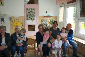 Dopoldansko druženje babic in dedkov v skupini Sončki