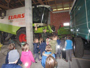 Otroci iz skupine Miške so obiskali kmetijo